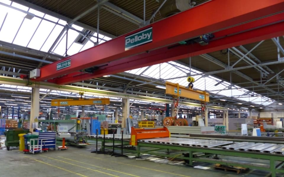 Two spreader beams supported by a double girder overhead crane