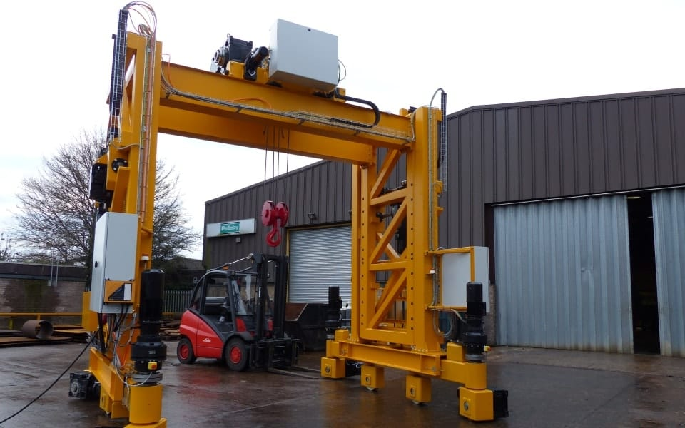 Rigante Telescopic Mobile Cranes : Pelloby travelling telescopic gantry crane for siemens