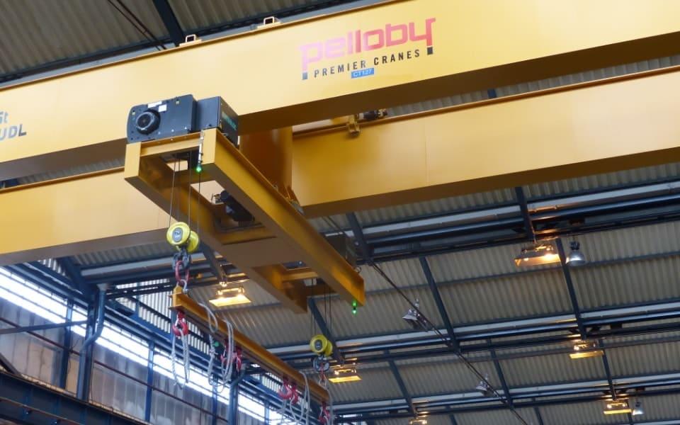 Turntable Crane Lifting Load