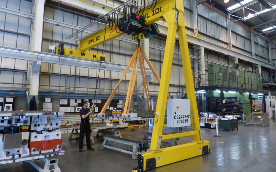 BMW 10 tonne semi-gantry crane