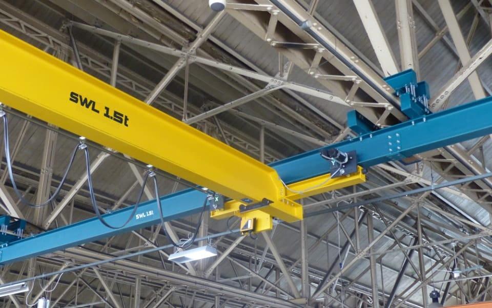 Overhead underslung crane pelloby