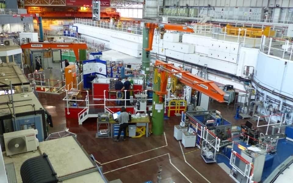 Cloumn Jib Cranes in a High Tech Environment
