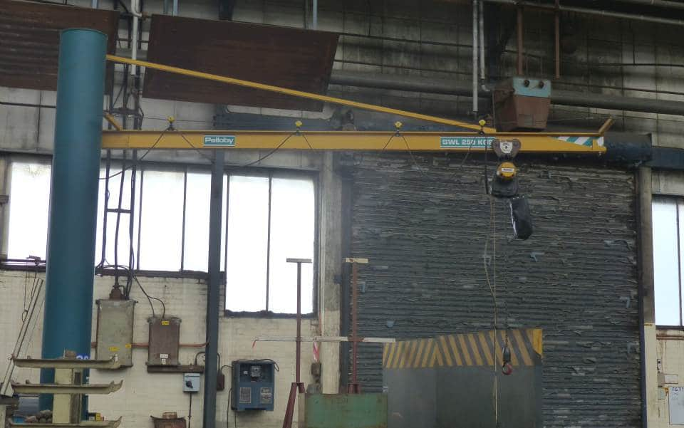 Pelloby green and yellow post jib crane
