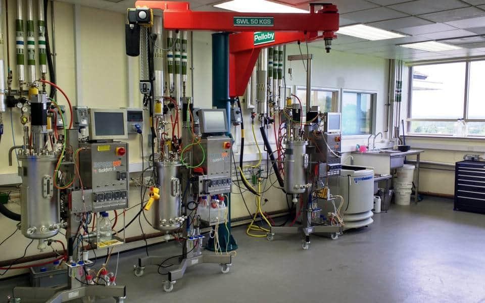 Knuckle Jib Crane in laboratory